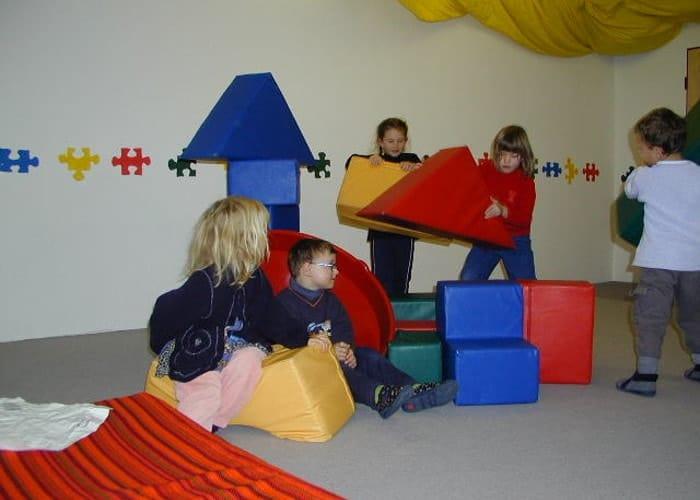 Die Räumlichkeiten sind individuell und variieren - kindergarten bewegungsbaustelle