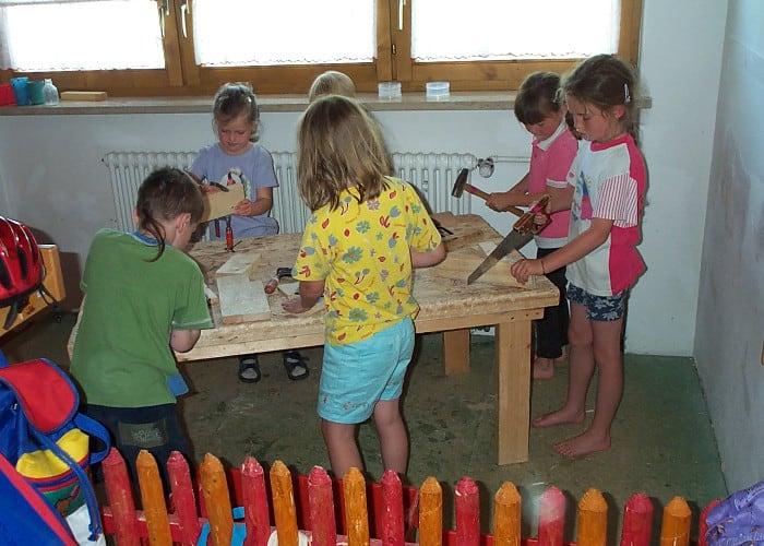 Die Räumlichkeiten sind individuell und variieren - kindergarten werkbank